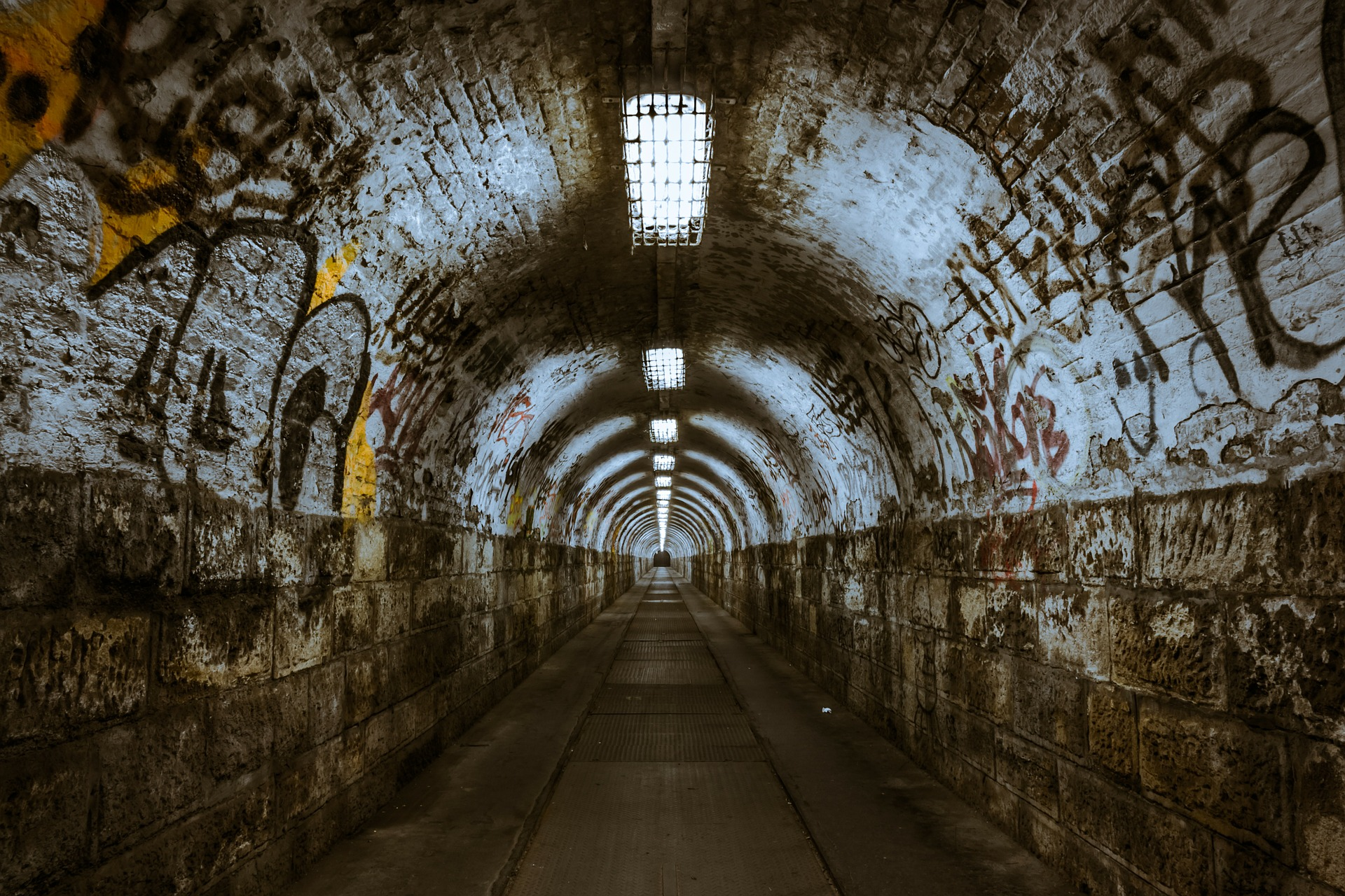 "alt=""tunnel with graffiti"""